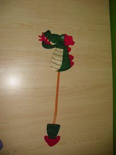 Dragon bookmark made in felt. Punto de libro en fieltro.