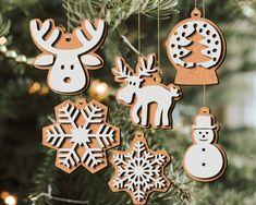 Christmas Tree Toy, Christmas Mood, Vintage Christmas Ornaments, Christmas Baubles, Christmas Projects, Personalised Christmas Decorations, Xmas Decorations, Holiday Decor, Laser Art