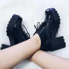 I loved it! Cute Boots, Retro Shoes, Dream Shoes, Shoe Closet, Sock Shoes, All Black Sneakers, Fashion Shoes, Moda Fashion, Shoes Sandals