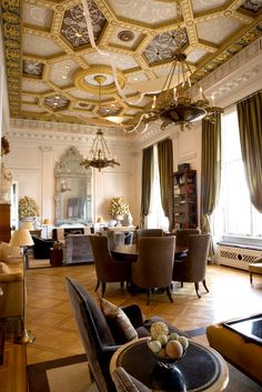 The eighth floor apartment includes a grand salon with design details reminiscent of a Faberge egg. High Ceiling Decorating, New York City Apartment, Traditional Interior, Girl House, Ceiling Design, Luxury Living, Interiores Design, New York Times, Beautiful Homes