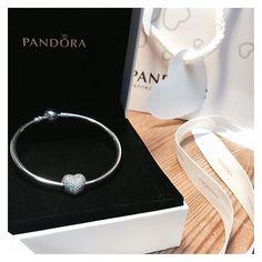 """•Splendidi regali che mi permettono di """"portare"""" sempre con me una persona eccezionale• #buongiorno #goodday #goodmorning #gift #present #love #amoremio #pandora #pandoracharm #pandoralover #pandora_moments #pandorabracelet #pandorainspired #bracciale #braccialepandora #pave #cuore #Heart #paveheart #pandoraclip #iphone #italy #italia #inlove #sanvalentino #valentines #regalo #pandorainlove #braccialerigido #jewelry"""