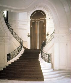 The heart shaped stairway at my favorite mansion, Rosecliff!