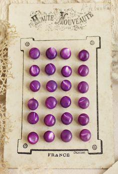 ¤ Vintage MOP Purple Buttons on  French Card 'Haute Nouveauté'