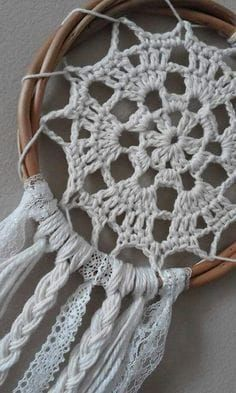 How elaborate # dreamcatcher – crochet pattern Crochet Home, Love Crochet, Crochet Crafts, Yarn Crafts, Crochet Projects, Knit Crochet, Doily Dream Catchers, Dream Catcher Craft, Dream Catcher Boho