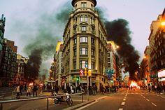 Barcelona 29 marzo 2012. Violencia no es quemar contenedores, violencia es desahuciar, estafar, corromper y dejar morir de hambre.