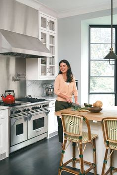 - Real Housewives of new york Home - Altmodische Housewives Of New York, Real Housewives, Celebrity Kitchens, Celebrity Chef, Beautiful Kitchens, Cool Kitchens, Taste Of Home Magazine, Old Fashioned Kitchen, Katie Lee