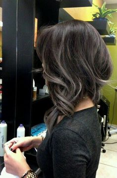 The grey hair color trend has taken the internet by hurricane. In this gallery you will find 25 New Gray Hair Color ideas that you can accomplish the granny hair look and join in the latest fashion trend! Balayage Hair, Ombre Hair, Gray Balayage, Ombre Bob, Hair Color And Cut, Great Hair, Hair Highlights, Hair Today, Gorgeous Hair