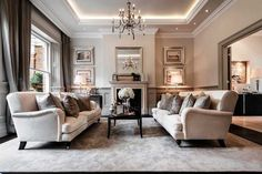 По задумке, дизайн этого дома с пятью спальнями в Англии должен был соответствовать викторианскому фасаду особняка. Приглушенные светлые тона, дерево цвета слоновой кости с серебряной палировкой и дорогостоящие ткани одновременно чтут традиции эпохи и придают современности этому интерьера. Ни одна комната не отходит от единого стиля: только пастельные тона, только черные акценты, только серебро, бархат …