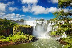世界三大瀑布のひとつで最大落差80m以上とも言われているイグアスの滝。なんとこの滝が存在するイグアス国立公園の中にはこの絶景を望めるホテルもあるんだとか、、!南米の野生動物が多く住む自然いっぱいの公園で、絶景を見ながらマイナスイオンに癒されたい!