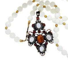 PEZZO UNICO - Rosario di boulle di corallo bianco, pendente lavorato con agate