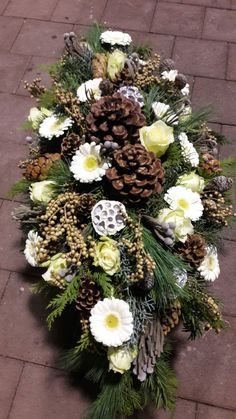 Grave Decorations, Deco Floral, Funeral Flowers, Ikebana, Cemetery, Christmas Wreaths, Floral Wreath, Holiday Decor, Home Decor