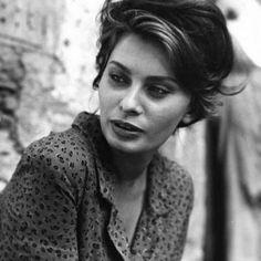 'La ciociara'. Sophia Loren won the Oscar this day, in 1962. Well done to this Italian iconic beauty. #actress #filming #laciociara #film #italian #live #life #love #goodness #congrats #cinema #vittoriodesica #sofialoren #oscar #hollywood #us #award #winning #goodness #Ideservethebest #actresslife #humanbeing #cinema #movie #uk #english #italian #latin