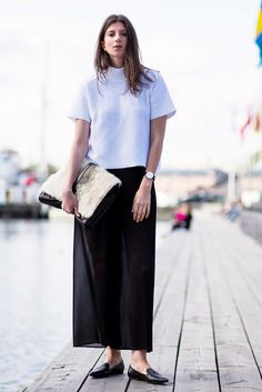 Maxi skirt + boxy top + loafers. // #StreetStyle