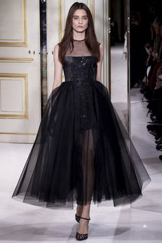 Giambattista Valli Spring 2013 Couture - Fashion Week - Runway, Fashion Shows and Collections - Vogue Runway Fashion, Fashion Show, Fashion Design, Fashion 2014, Review Fashion, Fashion Week, Paris Fashion, Beautiful Gowns, Beautiful Outfits
