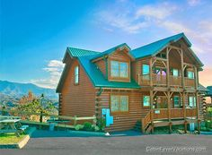 Mountaintop Lodge - 8 bedroom 7 bath cabin that sleeps 34 - Spectacular Panoramic Mt Leconte Views - Only a few minutes from Gatlinburg! #cabin #view #beautiful
