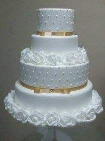 For those with a sweet tooth, selecting the perfect wedding cake for one's wedding can prove to be one of the favorite aspects of the wedding planning process. White Wedding Cakes, Elegant Wedding Cakes, Beautiful Wedding Cakes, Gorgeous Cakes, Pretty Cakes, Cute Cakes, Wedding Cake Decorations, Wedding Cake Designs, Bolo Fake Eva