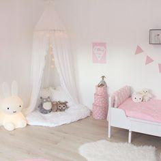 lastenhuone, little girl's room. Boy Room, Kids Room, Bedroom Furniture, Bedroom Decor, Bedroom Ideas, Cosy Corner, Kids Decor, Home Decor, Little Girl Rooms