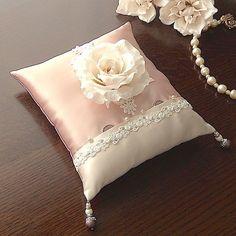 バラとレースを飾ったタックスタイルのリングピロー | リングピローの専門店:アトリエサラ