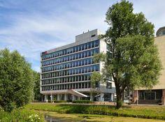 Stadhoudersplantsoen 2, Den Haag. In het chique Rise Residences worden 20 ruime appartementen (opp 100-200 m2) en een riant penthouse gerealisereerd, afgewerkt volgens de hoogste standaarden. Fantastisch uitzicht op stedelijk panorama Pres. Kennedylaan,  kustlijn Scheveningen, park Sorghvliet en skyline Haagse binnenstad. Het karakteristieke kantoorpand met bijzonder vormgegeven luifel, natuurstenen gevel en grote raampartijen wordt een luxe woongebouw.
