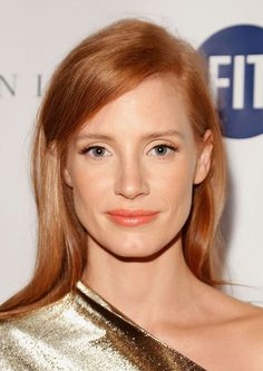 The Top 10 Redheads in Hollywood Right Now: Every time we see Jessica Chastain… Hair Color Auburn, Auburn Hair, Red Hair Color, Jessica Chastain, Red Hair Celebrities, Ginger Hair Color, Look Star, Red Curls, Make Up Braut
