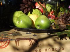 #autumn #fruit #decoration #details #greenapple #apples #leaves #elements #seasatinmarket #greece #mykonos Fruit, Mykonos, Greece, Leaves, Autumn, Apple, Seasons, Decoration, Greece Country