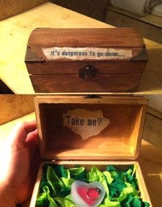 I would die if someone proposed to me using nerdy references.... especially this Zelda one!!! <3 26 Adorably Unusual Ways To Propose To Someone