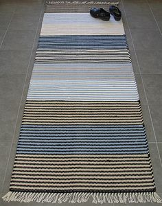 Puuvillamatto, sininen - Ratiashop Loom Weaving, Hand Weaving, Tyger, Scandinavian Style, Simple Style, Rugs On Carpet, Hand Embroidery, Pattern Design, Diy And Crafts