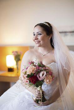 Vestido da Casa Assuf escolhido por Ana Luiza. O casamento de Ana Luiza e Wayde foi publicado no Euamocasamento.com, e as fotos são de Raízes Fotografia. #euamocasamento #NoivasRio