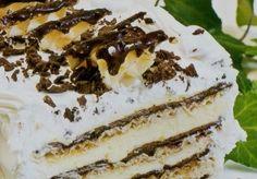 Sastojci:  Za kore:  Krckava torta od oblandi Krckava torta od oblandi – 1/2 pakovanje oblandi  – 12 belanaca  – 350 gr šećera  – 200 gr čokolade  – 3 kašike brašna  Za fil:  – 12 žumanaca