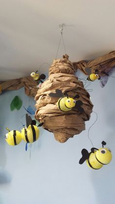 Foam balls, paint, and packaging paper to create perfect classroom bee hive. Foam balls, paint, and packaging paper to create perfect classroom bee hive. Science Classroom Decorations, School Decorations, Classroom Themes, Garden Theme Classroom, Fall Classroom Door, Decoration Creche, Diy And Crafts, Paper Crafts, Bee Crafts For Kids