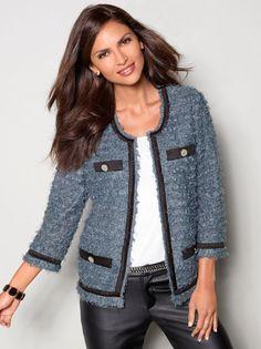 Las Chaquetas clásicas o con variaciones, son prendas de vestir que confieren estilo y elegancia al que la porta, además de proteger del frío. En el guardarropa de cada mujer debe existir al menos …