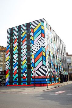 New street art mural geometric ideas Graffiti Murals, Street Art Graffiti, Mural Art, Wall Murals, Wall Art, Art Pop, Pop Art Design, Design Design, Camille Walala