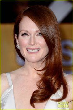 julianne moore sag awards 2013 01 Julianne Moore looks flawless at the 2013 Screen Actors Guild Awards held at the Shrine Exposition Center on Sunday (January 27) in Los Angeles.    The 52-year-old…