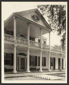 Another of Natchez's stately antebellum homes, Linden was built around the end of the 18th century. Now a bed and breakfast,