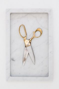 Golden shears against white marble: Love the look of metal against stone Golden Shears, Marble Tray, Gold Marble, White Marble, Touch Of Gold, Messing, Decoration, Interior And Exterior, Interior Design