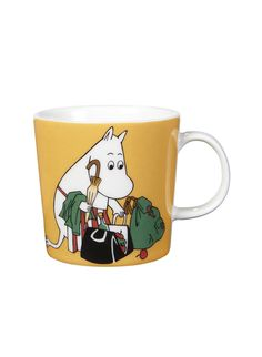 """Arabia's mug """"Moominmamma apricot"""" (Muumimamma aprikoosi) with elegant shape and kind motif from the Moomin world. Charming pottery from Finland. Secure payments and worldwide shipping within 24 hours. Moomin Shop, Moomin Mugs, Ceramic Tableware, Ceramic Mugs, Nordic Design, Scandinavian Design, Feng Shui, Magic Bag, Yellow Mugs"""