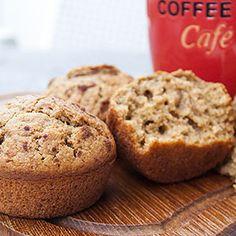 Muffins sind immer schnell eingepackt und man kann sie sehr gut auch unterwegs essen. Außerdem sind sie unglaublich wandelbar, man kann so ziemlich jeden Geschmack in einem Muffin verp(b)acken. Heu…