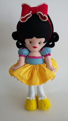 Feltro: Branca de neve Minnie Mouse, Disney Characters, Fictional Characters, Art, Snow White, Fabric Dolls, Feltro, Art Background, Kunst