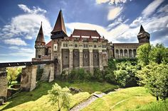 Județul Hunedoara Abandoned Castles, Abandoned Places, Transylvania Castle, Romania Travel, Puzzle Of The Day, Cathedral Church, Europe, France, Places To See