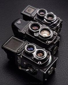 Twin lens reflex camera comparisons Minolti Autocord, Rolleiflex and… Twin Lens Reflex Camera, Camera Gear, Film Camera, 35mm Film, Antique Cameras, Vintage Cameras, Photography Camera, Vintage Photography, Portrait Photography