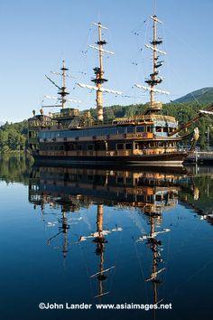 Pirate Ship |Ashinoko is a scenic lake in Hakone.  #hakone #kanagawa #japan