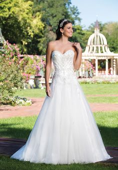 A-line gown with sweetheart neckline and beaded bodice I Style: 3917 I Sincerity Bridal by Justin Alexander I http://knot.ly/6499BA1EU