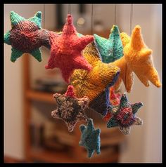 "Stars Toy Mobile - Free Knitting Pattern - PDF click ""download"" or ""free Ravelry download"" here: http://www.ravelry.com/patterns/library/starsstarsstars"
