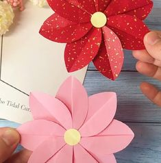 Paper Flowers Craft, Paper Crafts Origami, Paper Crafts For Kids, Flower Crafts, Preschool Crafts, Origami Flowers, Origami Paper, Diy Crafts Hacks, Diy Crafts For Gifts