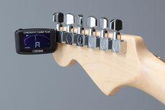 Boss TU-01 Clip-On Chromatic Tuner  Kompak dan Clip-On yang mudah di gunakan  Cocok untuk gitar, bass, dan ukulele, clip-on TU-01 adalah tuner paling terjangkau dalam jajaran BOSS. Kecil, tahan lama, dan mudah digunakan, sesuai, tuning luar biasa ada dalam headstock instrumen Anda. Tampilan cerah, menarik memiliki fitur cool digital meter dan note indicator, ditambah dua cahaya yang menunjukkan kapan Anda di tune.