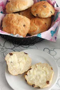 Rosinboller - Opskrift fra Bageglad.dk Er 5, Royal Icing, Raisin, Muffin, Food And Drink, Bread, Baking, Breakfast, Fest