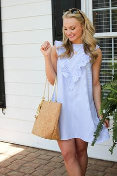 Simple Summer to Spring Outfits to Try in 2019 – Prettyinso Preppy Outfits, Preppy Style, Cute Outfits, Blue Style, Cute Dresses, Casual Dresses, Fashion Dresses, Summer Dresses, Spring Summer Fashion