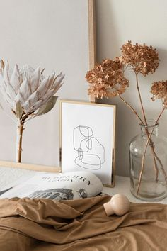 graphic print in minimalist bedroom with dried flowers # Home Decor elegant Abstract Ink Lines Art Print Elegant Home Decor, Elegant Homes, Modern Decor, Minimalist Bedroom, Minimalist Home, Modern Wall Art, Modern Prints, Nursery Modern, Modern Bathroom