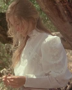 Picnic on the hanging rock. – – Picnic on the hanging rock. – – Picnic on the hanging rock. – – Picnic on the hanging rock. Angel Aesthetic, Aesthetic Vintage, Aesthetic Photo, Aesthetic Girl, Aesthetic Pictures, Nature Aesthetic, Aesthetic Drawing, Aesthetic Fashion, Picnic At Hanging Rock