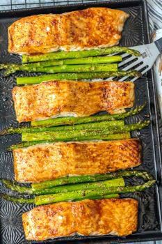 Best Exciting grilled salmon dishes recipes exclusive on jurusolek.com Ways To Cook Asparagus, Easy Asparagus Recipes, Salmon Salad Recipes, Grilled Salmon Recipes, Salmon And Asparagus, Healthy Salmon Recipes, Seafood Recipes, Healthy Food, Recipes With Hoisin Sauce